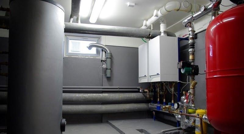 מערכת חימום מבוססת גז במרתף של בניין דירות צ'כי
