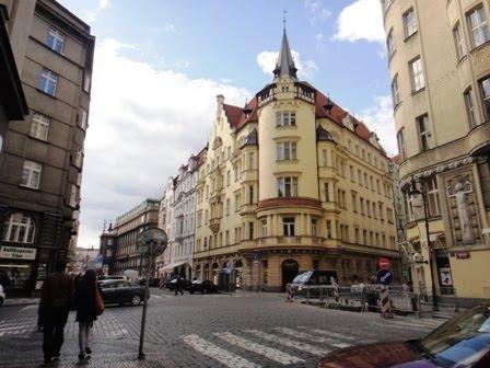 רחוב בפראג ביום